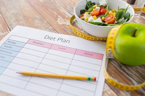 چگونه یک برنامه غذایی مناسب برای کاهش وزن موثر تنظیم کنیم؟
